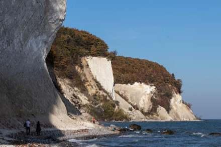 """Die Steilküste der Wissower Klinken im Nationalpark Jasmund auf Rügen (2018). Foto: Ule Rolff / <a href=""""https://commons.wikimedia.org/""""target=""""_blank"""">Wikimedia Commons</a>"""