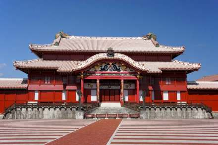 "Main (wooden) palace at Shuri Castle. Photo: 663highland / <a href=""https://commons.wikimedia.org/""target=""_blank"">Wikimedia Commons</a>"