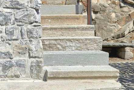 Enrico Sassi: Stufen für ein Treppe am Luganersee.