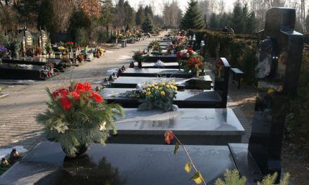 Hierzulande nicht mehr gewünscht: typische Gräberreihe auf dem Friedhof Junikowo in Poznan, auf halbem Weg zwischen Berlin und Warschau.