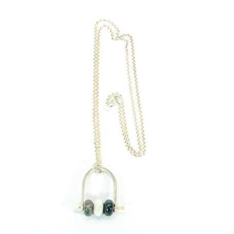 EK01036 Stirrup Necklace with Green Beads_3_100218