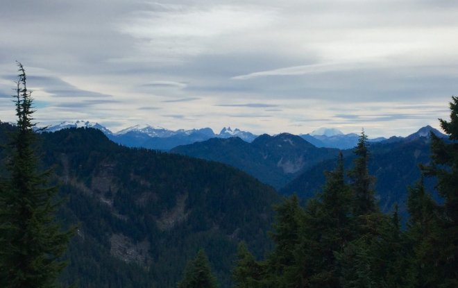 A jagged crown of peaks in the Cascades