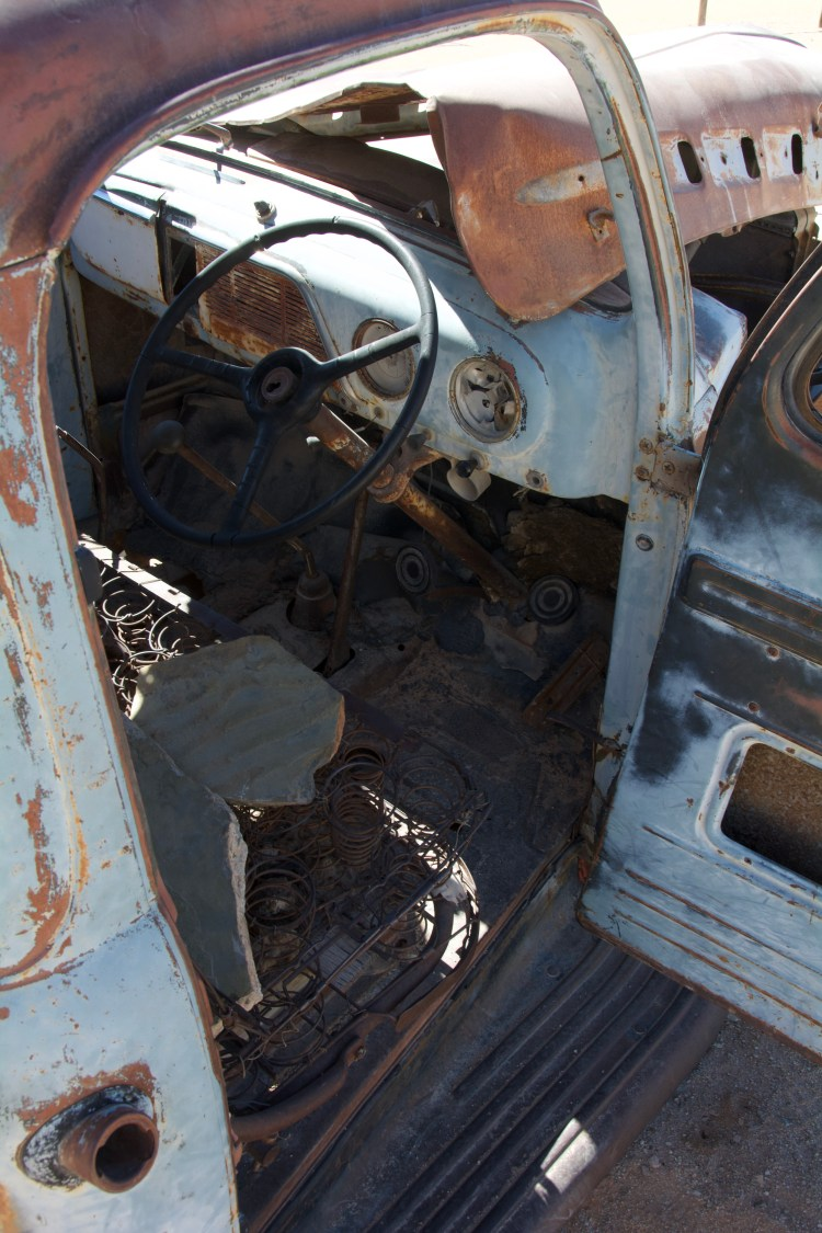 Autowrack bei Solitaire, Namibia. Blick ins verwitterte Innere
