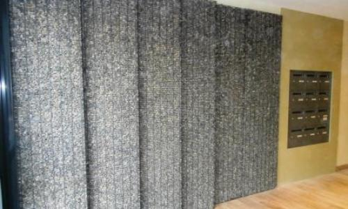 Parement de mur et habillage en gabion stonefence for Habillage interieur