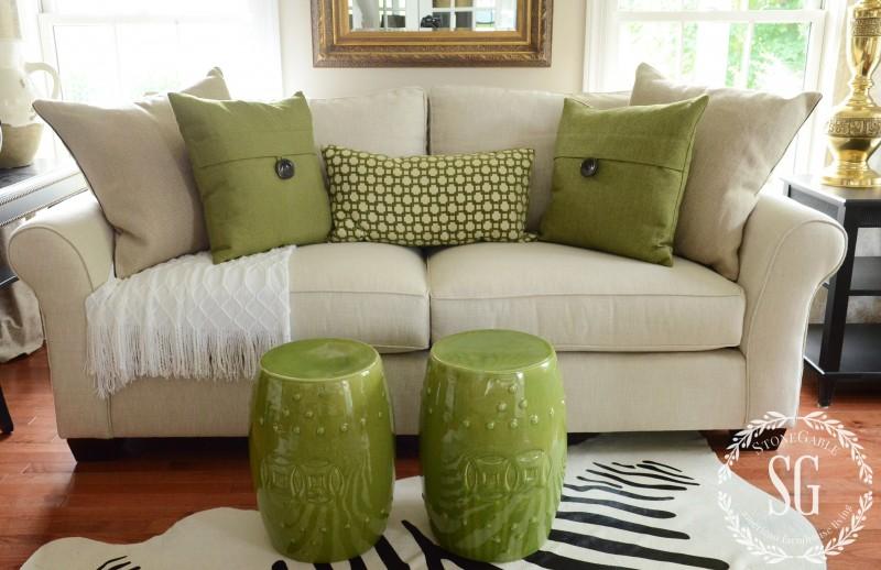 throw pillows for living room couch decor colour ideas 5 no fail tips arranging stonegable sofa green with white stonegableblog com