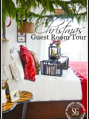 MERRY AND BRIGHT CHRISTMAS GUEST ROOM