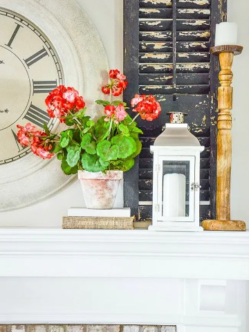 SECRETS FOR STYLING A SUMMER MANTEL