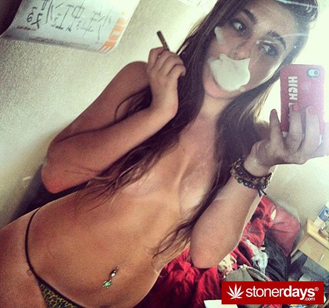 420 Stoner Ladies  Stoner Pictures  Sexy Stoners