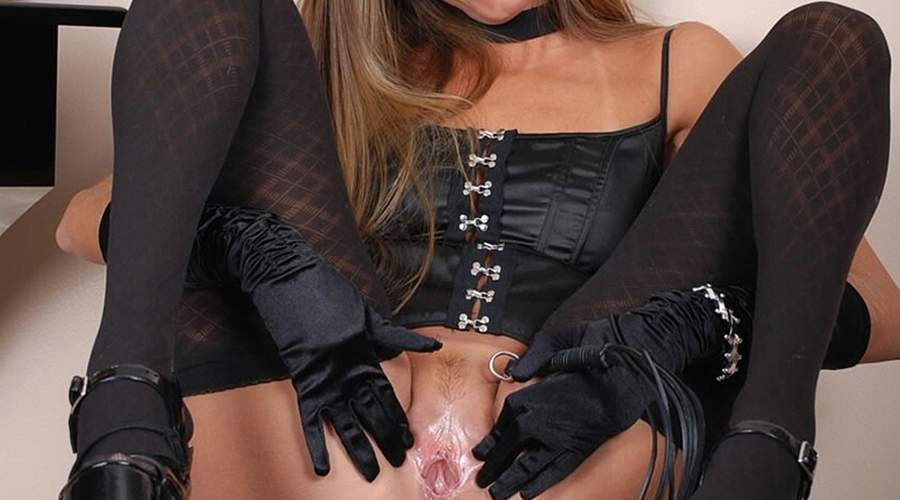 bella donna cougar feticista incontra maschi fantasiosi