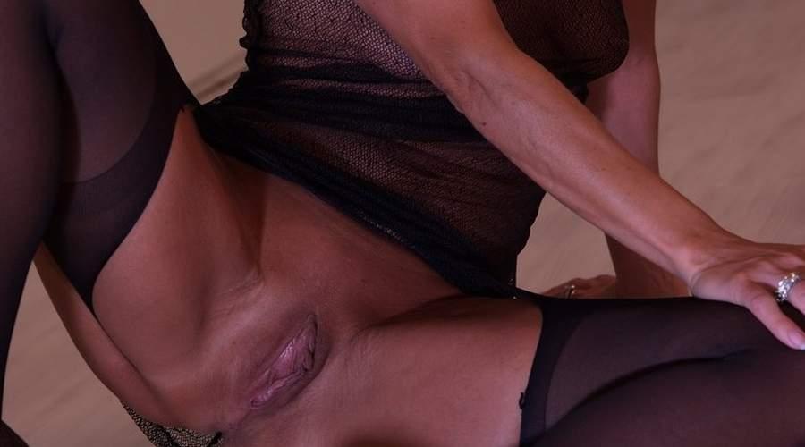 affascinante milf di ravenna incontra uomini sessualmente super