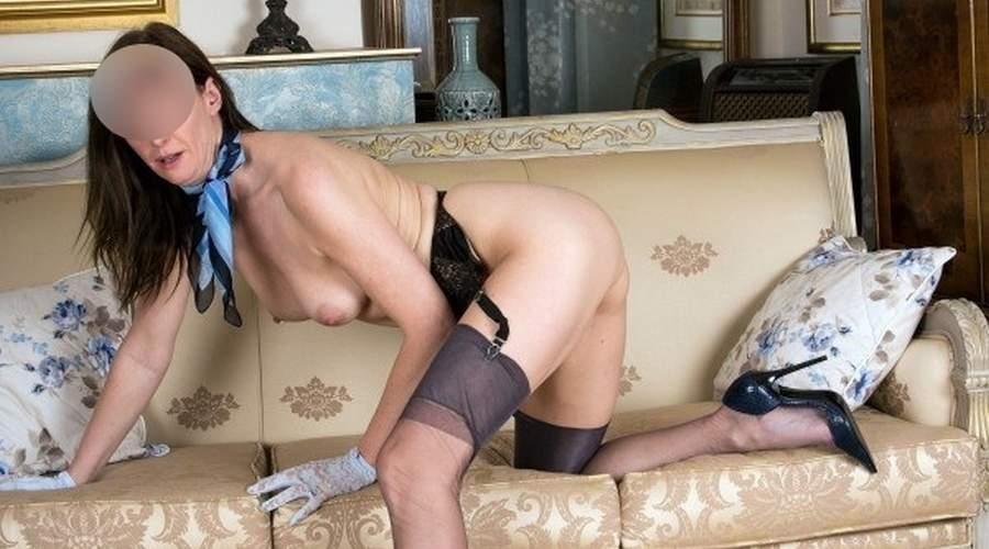 eccitante donna cougar della toscana incontra uomini
