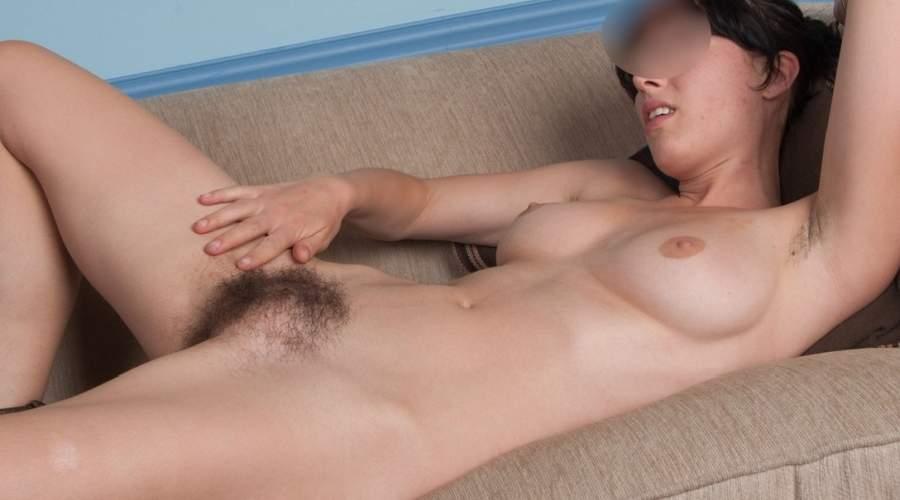 sexy donna pelosa di prato incontra uomini eccitanti
