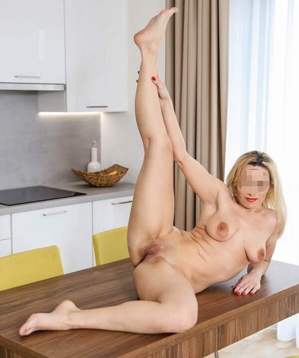Casalinga troia cerca incontri di sesso a Napoli foto uno