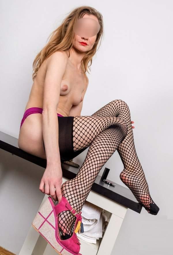 Donna feticista cerca uomo per sesso a Milano foto due