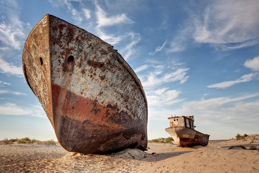 stranded ships at the port of mo?ynoq or muinak, aral sea, karakalpakstan, uzbekistan, asia