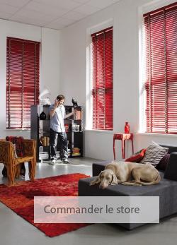rideaux dans une couleur rouge