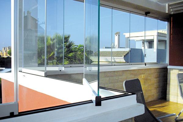 un rideau de verre coulissant et