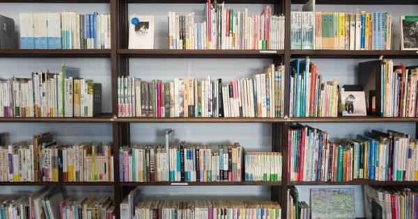 Bücherregal-Welttag des Buches