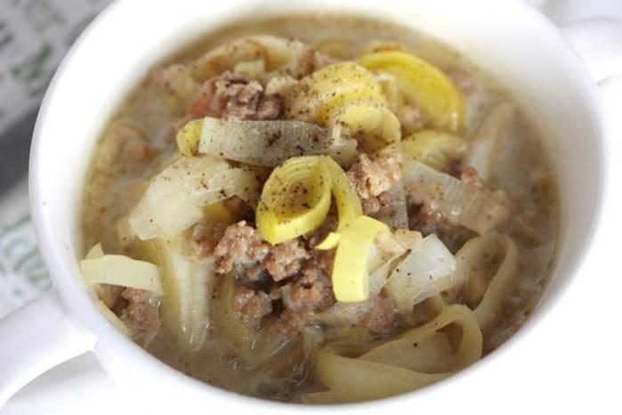 LowCarb Lauch-Hackfleisch-Suppe lecker Rezept