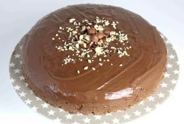 Nusskuchen lowcarb Schokoladenüberzug