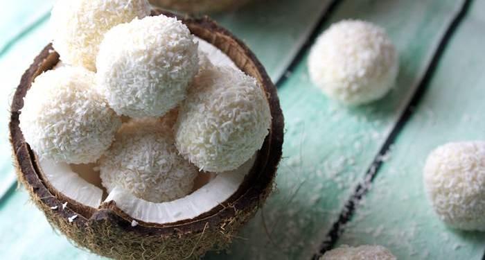 Low Carb Raffaello-Raffaello lowcarb-Rezept-Kokoskugeln-Kokos