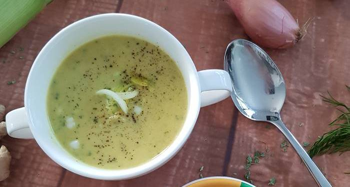 Low Carb Suppe-Zucchini Lauch Suppe-Currysuppe
