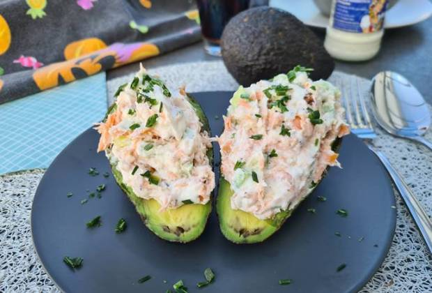 Gefüllte Avocado-Low Carb Avocado mit Lachs