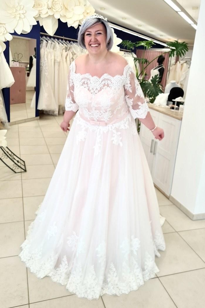 Foxy Brides-Heiraten mit Lipödem-Brautkleider in großen Größen