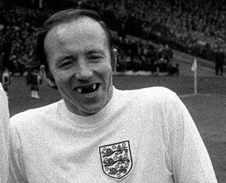 """Nobby Stiles, """"Il Vampiro"""" del Manchester United che nel 1966 alzò al cielo la Coppa del Mondo"""
