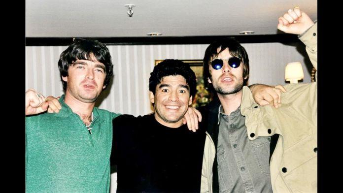 Oasis e Maradona: lo strano incontro tra i fratelli Gallagher e il Pibe de Oro