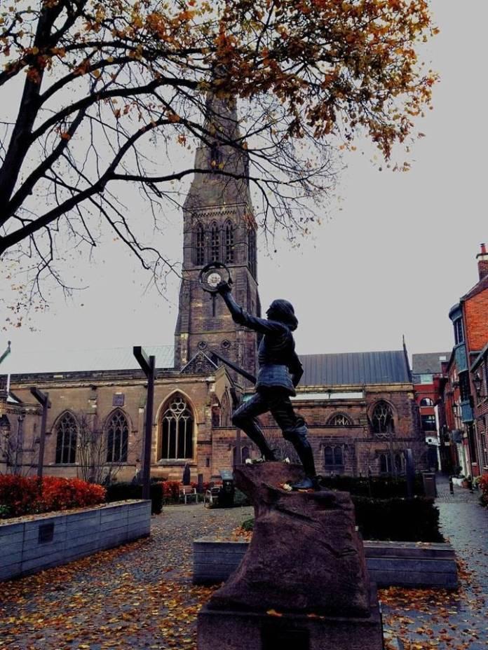 Un'altra vista della statua di Riccardo III a Leicester