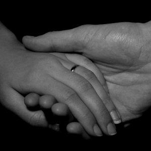 holding-hands-1526898
