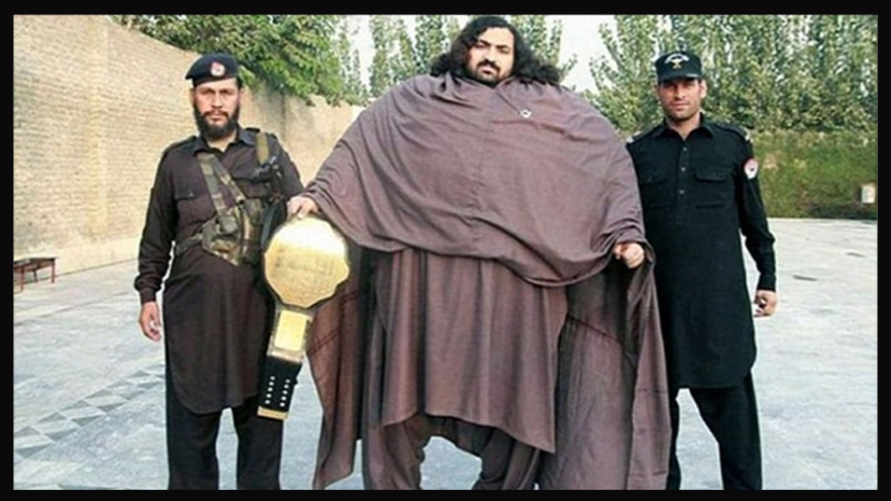 Meet Pakistans HULK Who Weighs 435 Kg And Can Pull A