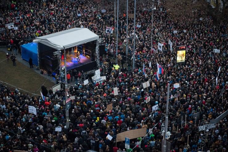 Protesty Za slušné Slovensko odštartovali po celom Slovensku. Sila hlasu ulice dospela k rekonštrukcii vlády. / Foto: Za slušné Slovensko