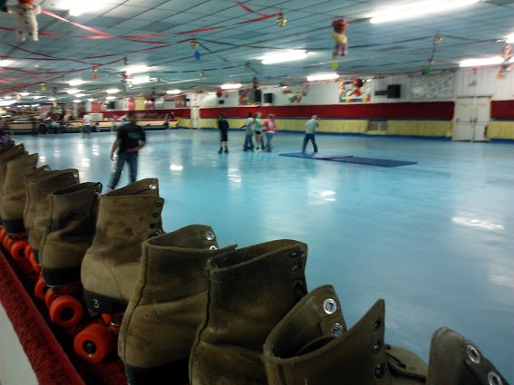 skates-lined-up-along-rink2