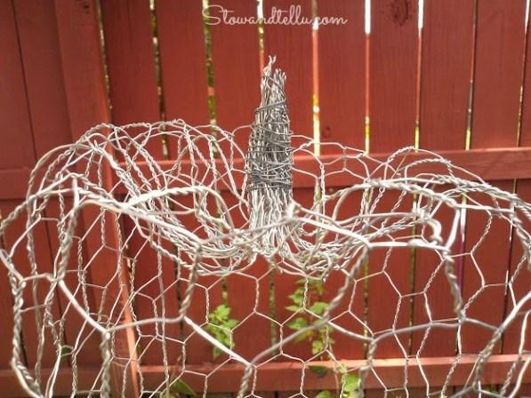 How to make a chicken wire pumpkin