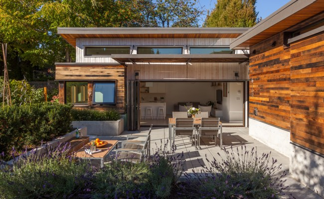 Vancouver Modern Home Tour Features A Laneway House That S