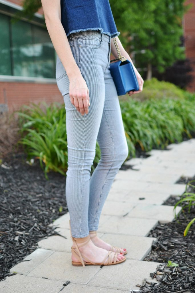denim tank, striped jeans, sandals, blue bag