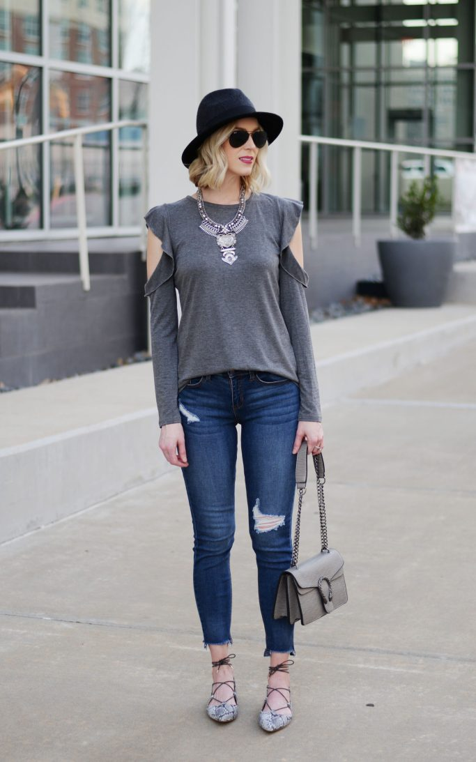 guide to easy mom style, jeans, cold shoulder ruffle tee, lace up flats