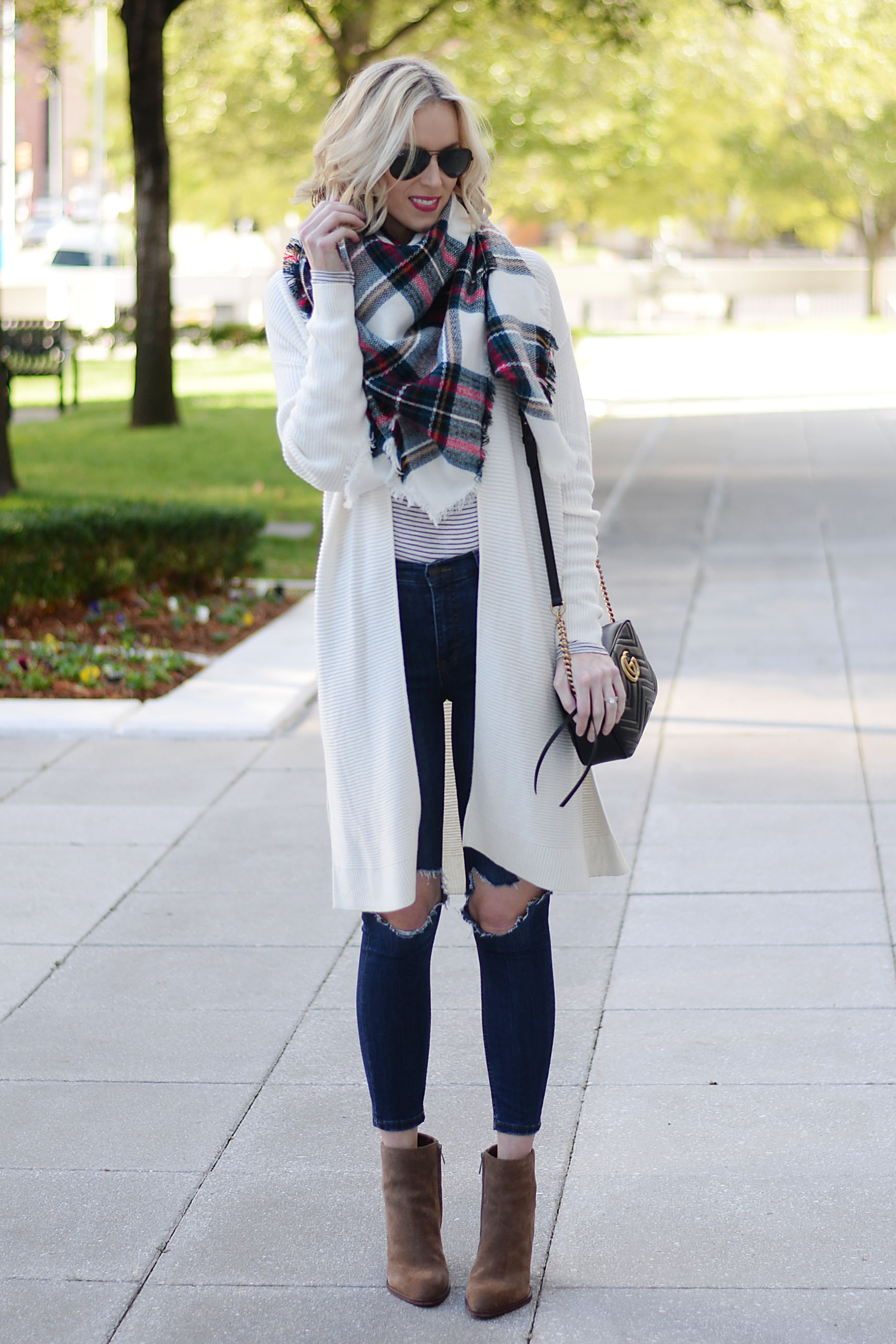 7c6e4cc9580 How to Wear an Oversized Cardigan without Looking Frumpy - Straight ...