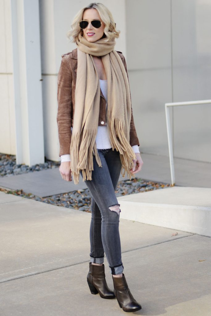 6 ways to style grey jeans, grey jeans with neutrals