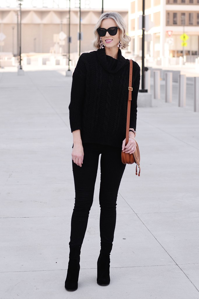 all black outfit with tan purse, the most slimming outfit combination