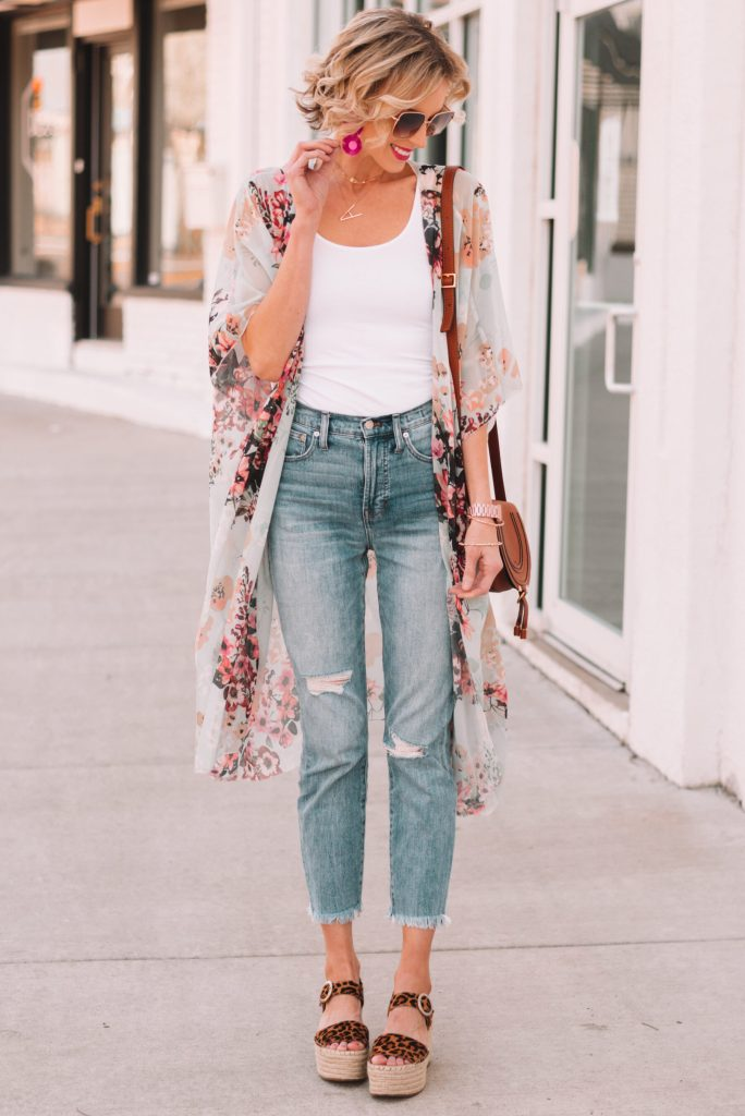 how to pair sandals with cropped jeans