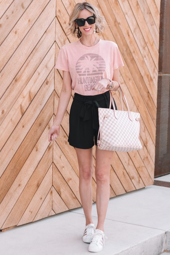 how to wear paperbag waist shorts, dressy black paperbag waist shorts styled casually