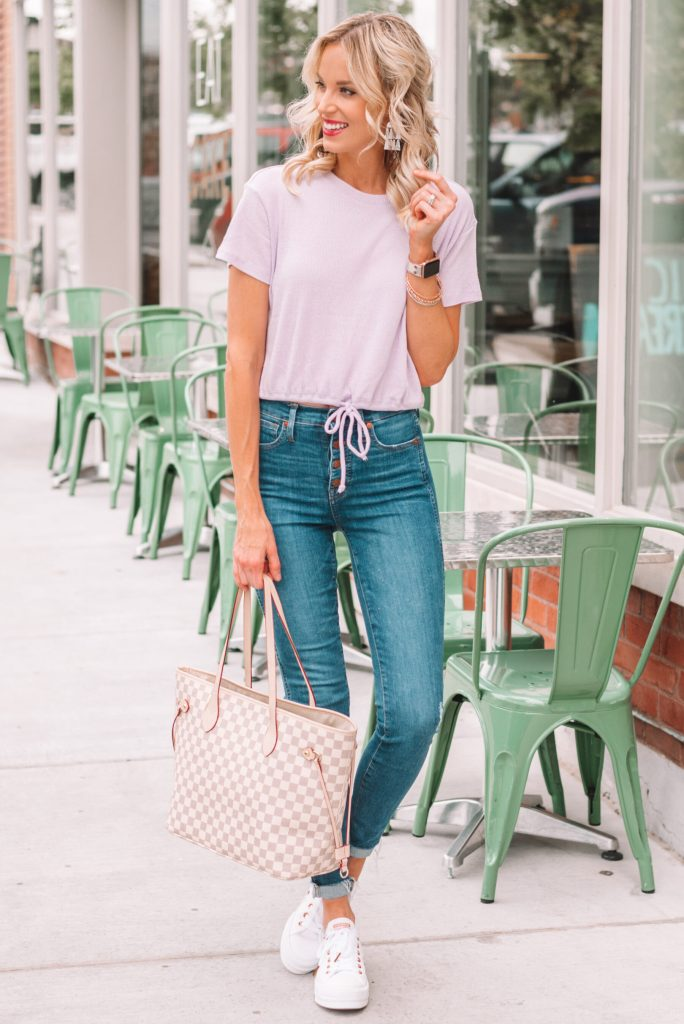 tie front t-shirt and jeans with converse, casual outfit for early fall