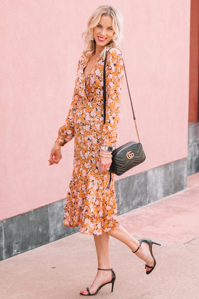 gorgeous midi dress for fall, fall floral colored midi dress with ruffle hem paired with simple black sandals