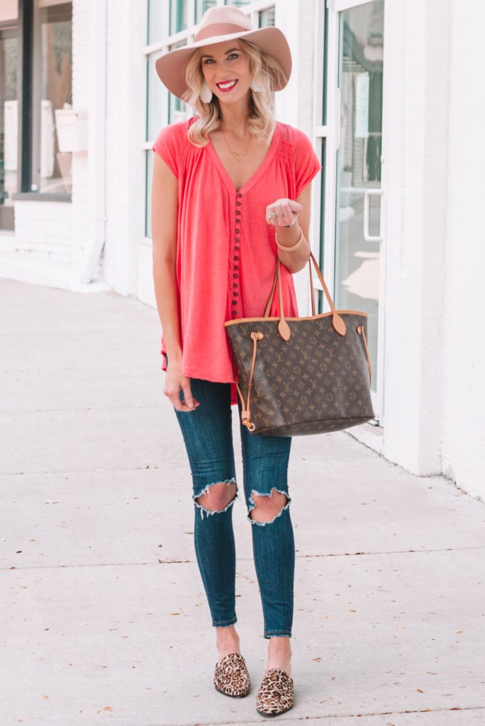 tunic style t-shirt paired with busted knee skinny jeans