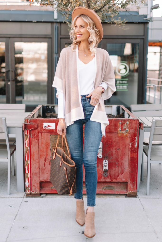adorable neutral fall outfit, poncho, skinny jeans, neutral booties