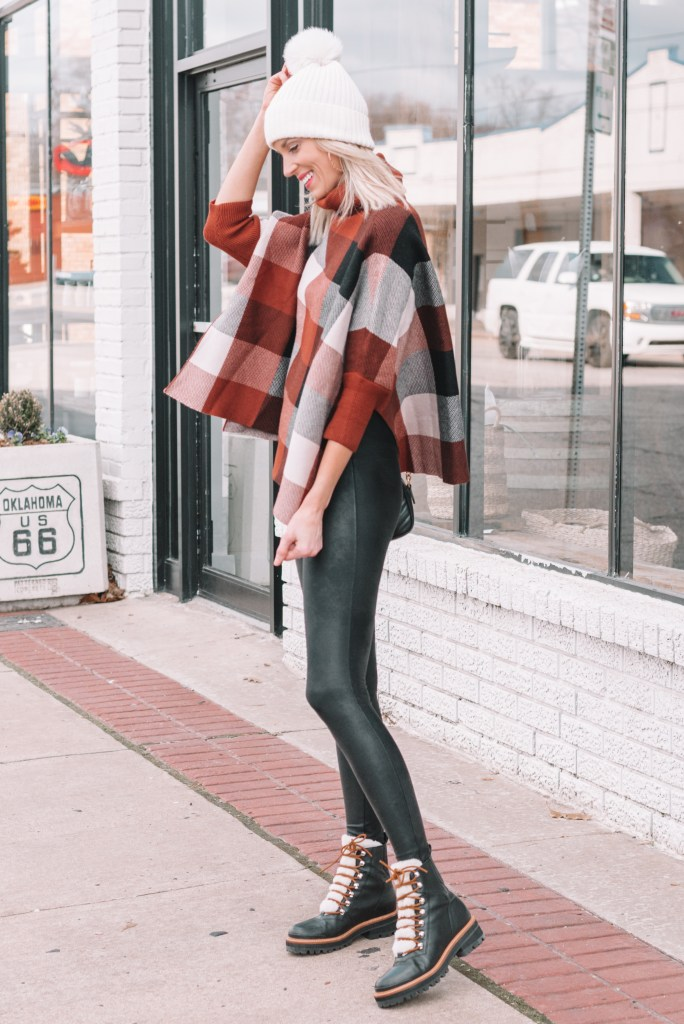 poncho and black leggings with hiker boots, how to wear a poncho with leggings
