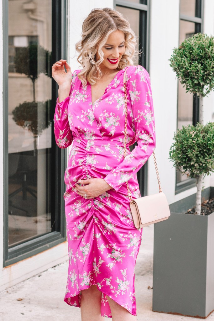 maternity style, hot pink ruched dress, floral dress